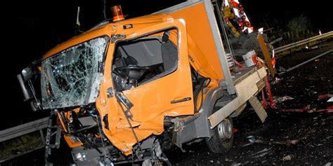 Unfall - Lkw rast in Baustelle auf A 2 – 1 Toter – NP