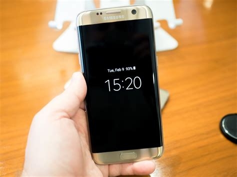 The Galaxy S7 and S7 edge have an always-on display