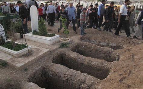 Syrian refugees flee violence, talk of mass graves | The