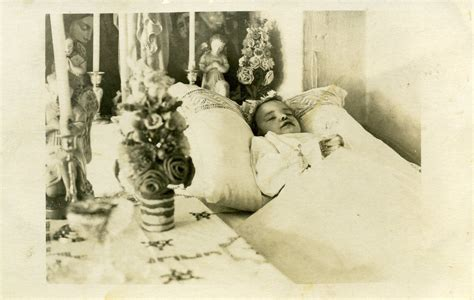 Pin auf POST MORTEM PHOTOGRAPHY FROM THE VICTORIAN ERA TO