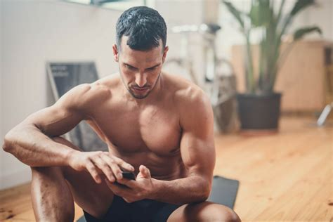 The 7 Best Bodyweight Exercises for Your Biceps