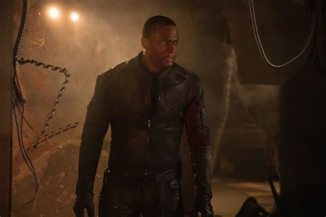 ARROW: A Very Surprising Face Returns In New Photos From