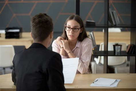 Hiring a Sales Advisor? 6 Crucial Interview Questions to Ask