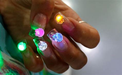 Nagel-Trend: Disco-Nails • WOMAN