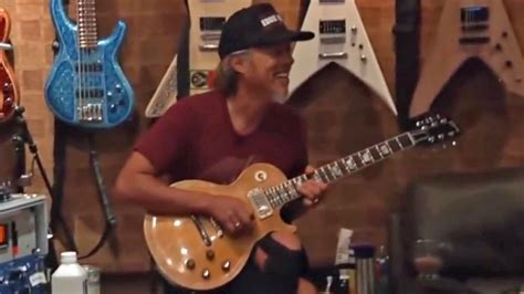 Watch Kirk Hammett play Peter Green's 1959 Gibson Les Paul